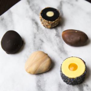 Creazioni di design di Ilaria Forlani: il sushi diventa gelato e le piccole pietre nascondono un gusto speciale